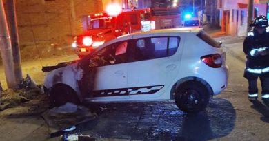 Carro se incendió en plena calle de un sector de Pasto