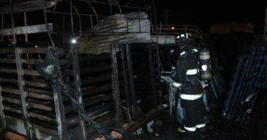 Incendio afectó 2 vehículos. Controlaron emergencia en Pasto
