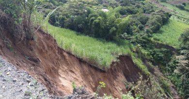 Se registra deslizamiento de tierra en vía de Sandoná