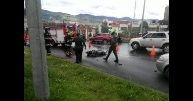 En Pasto transeúntes queman moto a presuntos ladrones